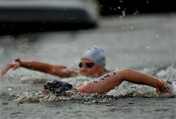 馬拉松游泳 匈牙利女將奪冠