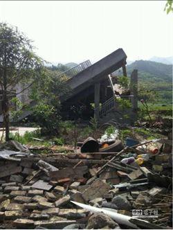 陸雅安蘆山7級地震已82人亡