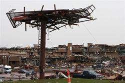 美奧克拉荷馬州莫爾市遭龍捲風重創  至少51人死亡