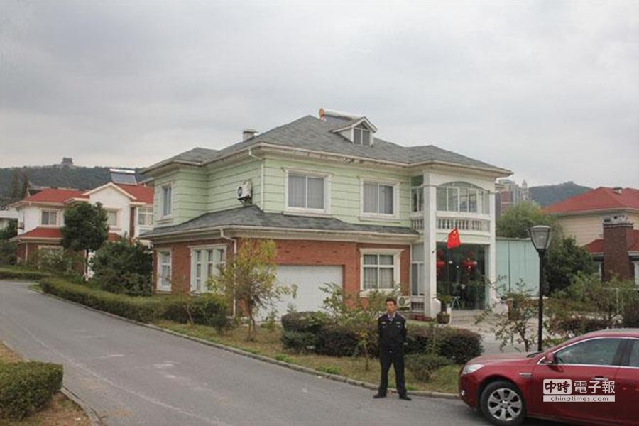 華西村別墅區象徵當地的財富。(本報系資料照片)