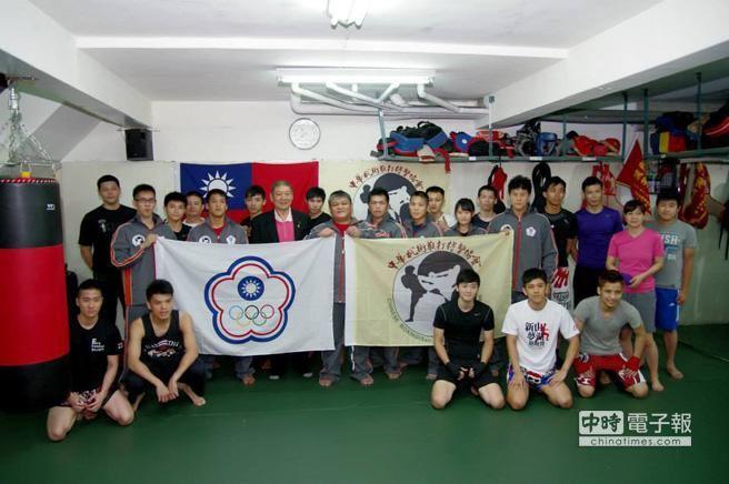 台灣UFC終極戰士出征新加坡授旗