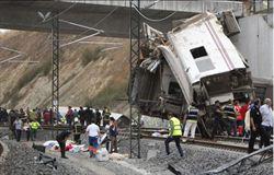 西列車意外 車廂擠壓如手風琴