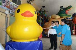 高雄黃色小鴨挑戰亞洲最大!9月中下海測試