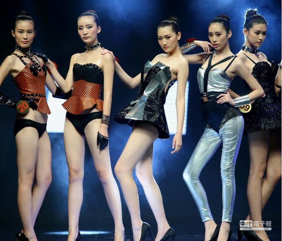中國內衣模特大賽結果揭曉!來自全國11個分賽區的40名選手脫穎而出。(新華社記者/陳建力攝)
