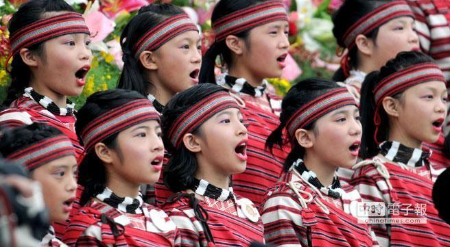 新竹縣五峰鄉桃山國小的原住民孩童,曾在國慶大會上帶領大家唱國歌。(本報資料照片/黃世麒攝)