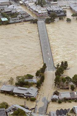 萬宜颱風撲日 京都成水鄉 東京交通打結
