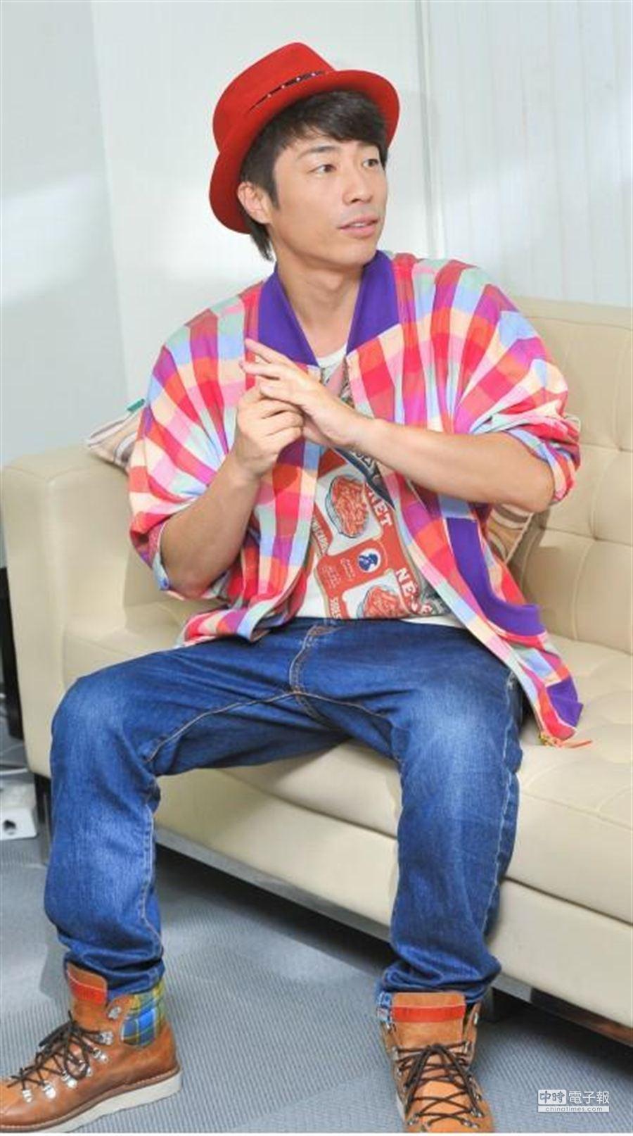 日本知名綜藝節目《男女糾察隊》主持人搞笑藝人田村淳今日來台證實婚訊。(盧禕祺攝)
