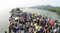 法海都會被擠下水!杭州西湖單日遊客破百萬人次