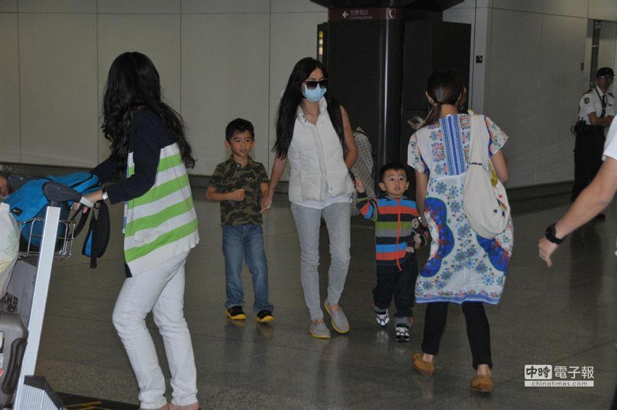 張柏芝本月7日帶著2子返回香港。(星島提供)