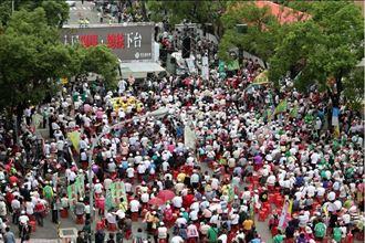 立院內表決倒閣案 場外群眾聚集抗議