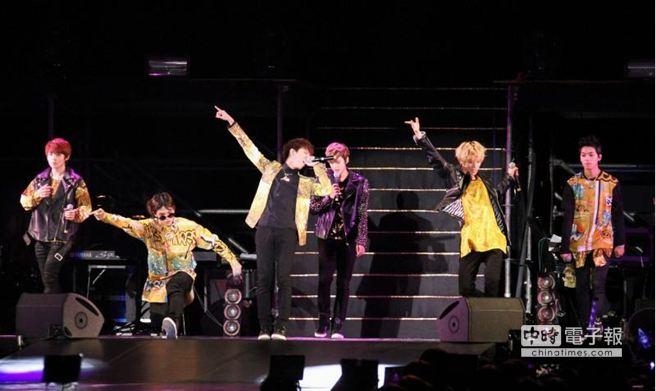 TEEN TOP演唱會上魅力四射。(陳俊吉攝)