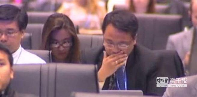 菲國特使沙諾淚灑UN氣候變遷現場。 (摘自網路)
