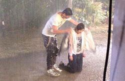 陳曉東零度低溫短袖拍雨戲  苦中作樂自封「陳老濕」