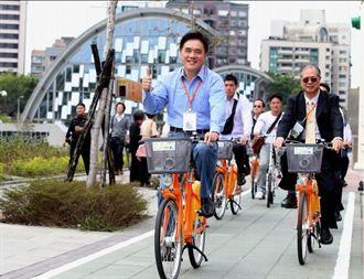 駐華使節一同騎YouBike 體驗北市綠色運輸