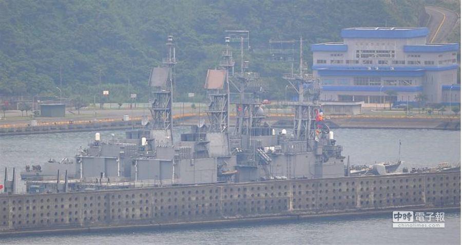 海軍各作戰基地嚴密關注艦隊的動向。(季志翔攝)
