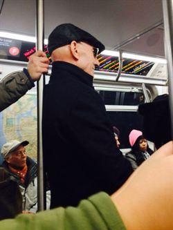 「X教授」搭地鐵 紐約客轟沒公德