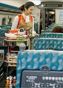 高鐵推2014年月曆 前空姐列車長受矚目