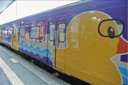 黃色小鴨列車基隆亮相 鴨迷直呼好萌