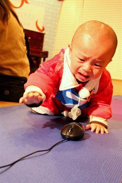 寶寶運動會 邊哭邊爬抗寒流