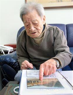 集郵達人王道湘  捐收費站明信片做公益