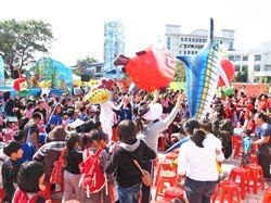 企業贊助偏鄉學童參觀昆蟲展