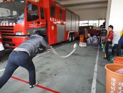 消防趣味競賽 丟水帶打保齡球
