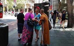澳洲傳亞裔男扮和尚 帶刷卡機騙錢