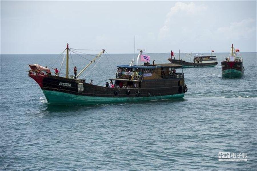 中國大陸要求外國漁民在南海作業,須獲中國政府同意;此為漁船於南海捕撈作業圖片。(中新社資料照)