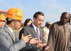 王毅11日參觀達喀爾中國援建項目
