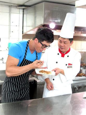 新加坡超模Jason 學冠軍年菜