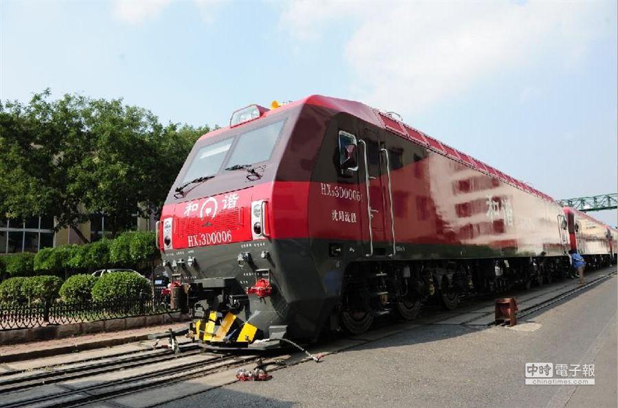 新型和諧3D型客運電力火車頭投入春運,最高時速160公里。(圖取自網易)