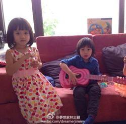 林志穎晒Kimi和鍾麗緹女兒合照 網友讚般配定娃娃親