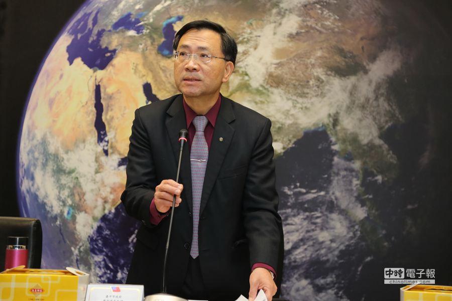 台中市副市長蔡炳坤今天在「台中自由經濟示範區」會議強調,將新增1000公頃以上的產業用地,提供高效能事業申請使用。(盧金足攝)