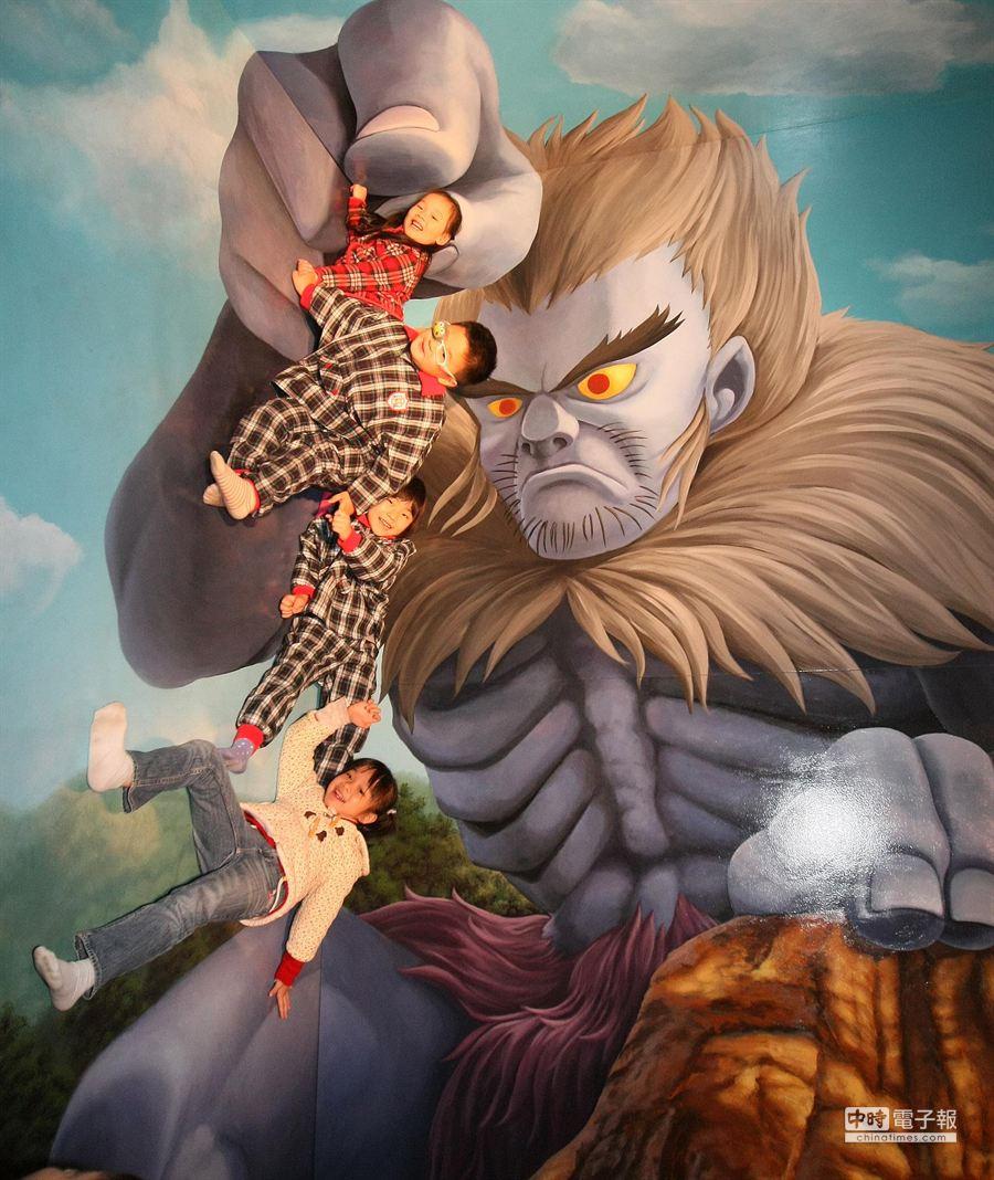 「奇幻.不思議--日本3D幻視藝術畫展Part.3鬼太郎」1月16日將在高雄駁二開展,豐富內容與故事結合錯覺與幻覺的展覽,讓參觀的民眾零距離與所有展覽品作搞怪互動以及拍照。(謝明祚攝)