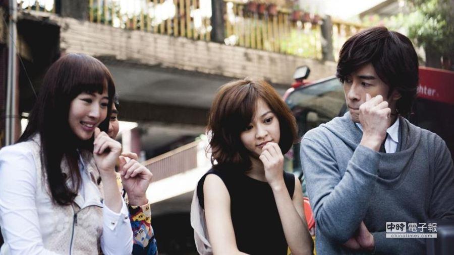 張鈞甯(左起)、陳意涵及鄭元暢表情逗趣。(氧氣公司提供)