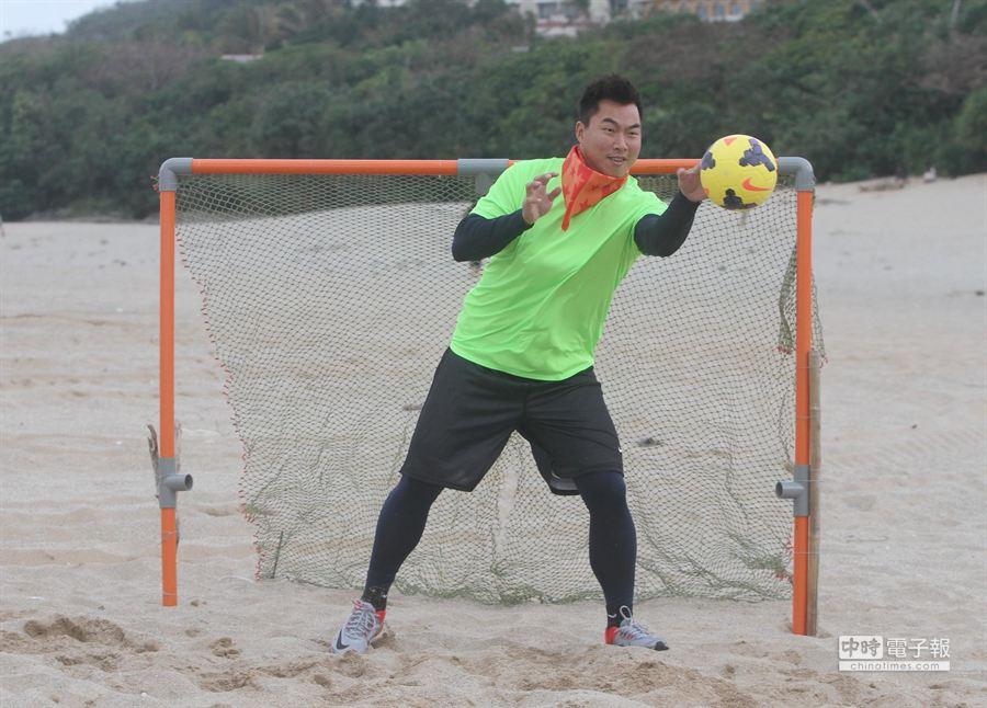 獅隊春訓先進行3天教育訓練,郭泓志對沙灘足賽印象最深刻。(統一獅提供)