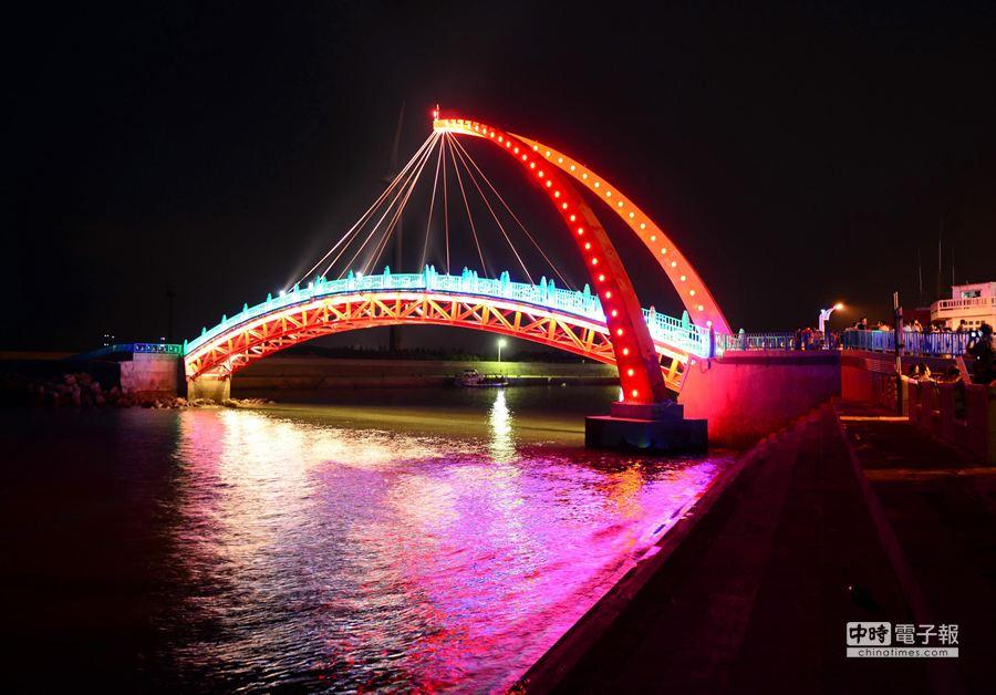 苗栗縣政府將辦理交通攝影比賽,歡迎對橋梁交通提供佳作。(陳慶居攝)