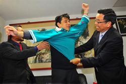 吳憶樺赴外交部拜訪吳榮泉