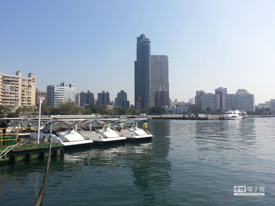 在2艘新船加入之後,亞洲地區陣容最龐大的太陽能電動觀光船隊,正式成軍。(顏瑞田)