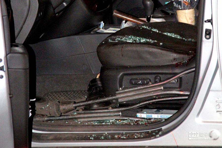 陳男17日開車行經林口區文化北路口,遭洪男先持榔頭敲打擋風玻璃,再遭持刀砍殺身亡。(謝文瑄攝)
