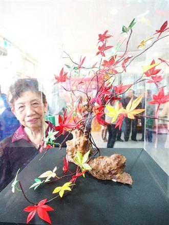 創新「春仔花」 阿嬤巧製楓樹