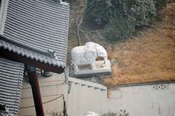 谷俊山將軍府 有白象、古典水池