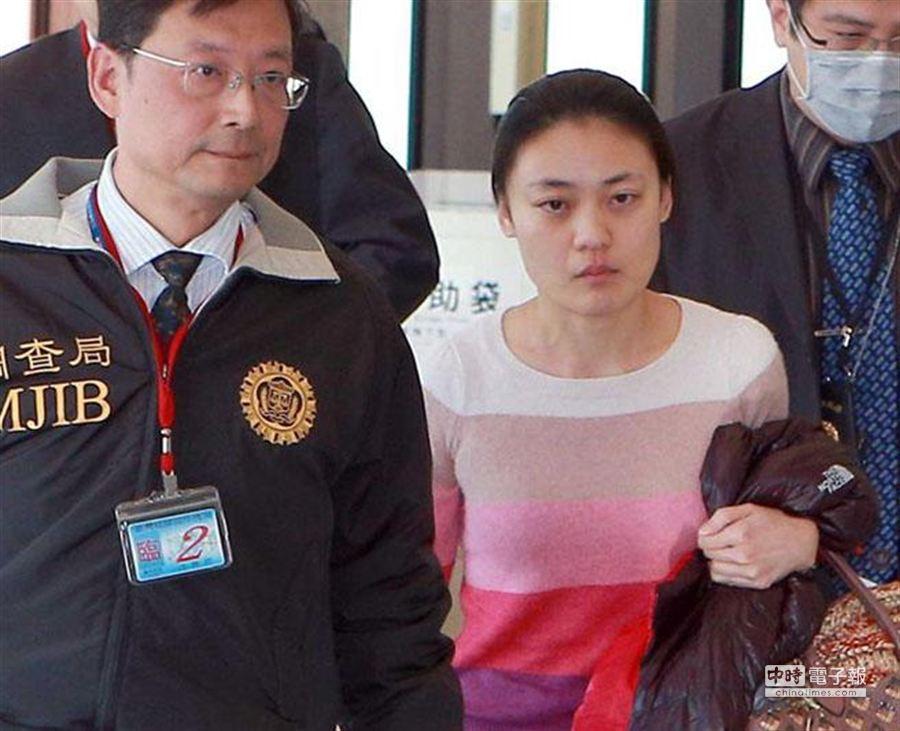 前軍情局女軍官葉玫今下午被押送抵台。(陳麒全攝)