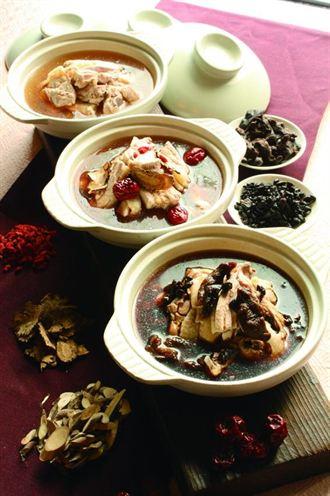 古早燉補雞湯 台北花園酒店上桌