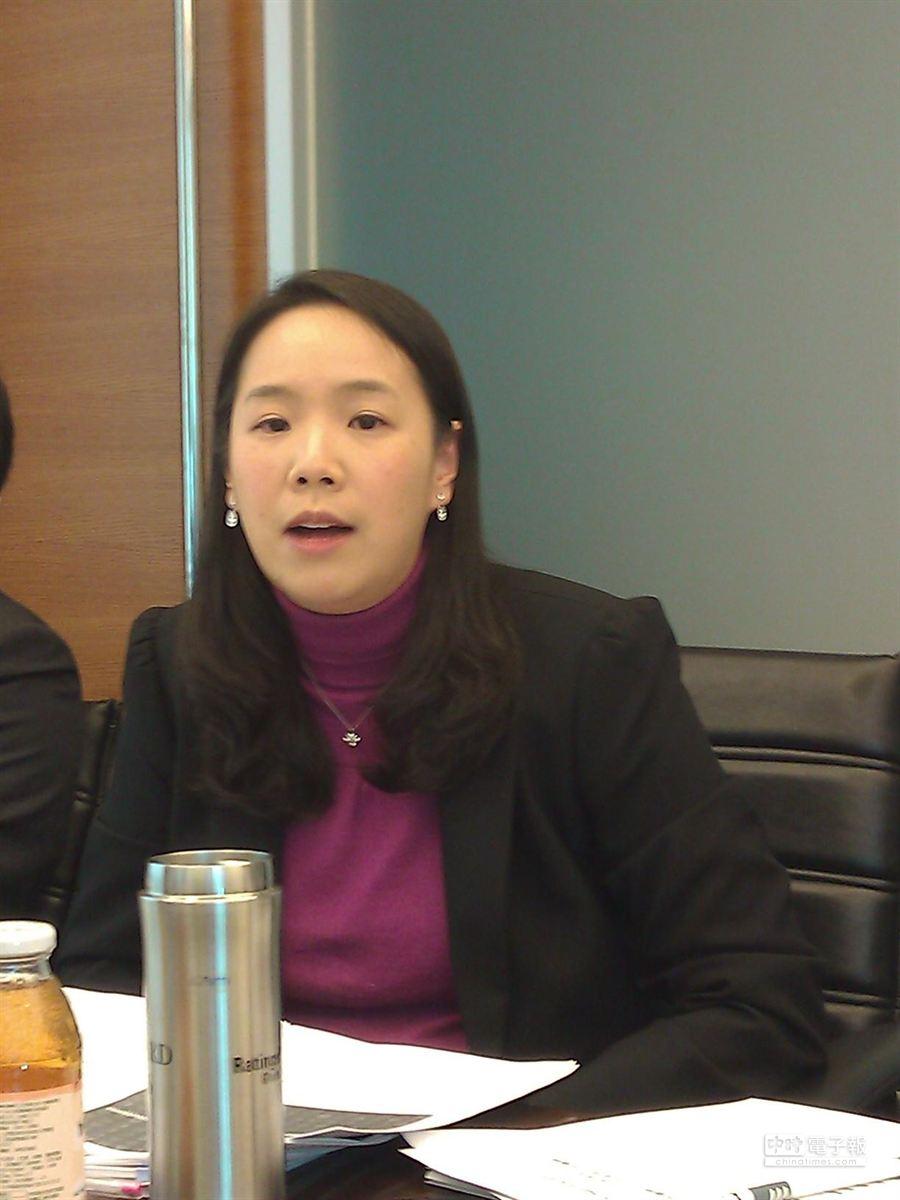 中華信評分析師王珮齡指出,房價即使下跌20%,台灣銀行業的資本條件仍可支撐。(圖/陳碧芬攝)