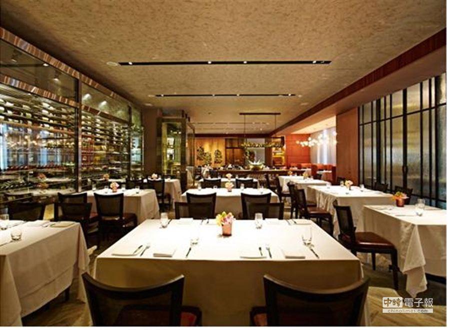 MEATGQ牛排館占地超過300坪,客人得以舒適享受高檔牛排。(姚舜攝)