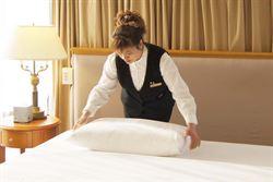 過年住宿滿檔 房務人員比鋪床