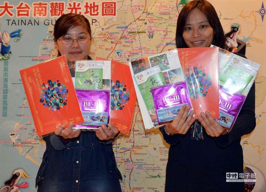春節搭機從香港來台南,即享台鹽面膜等商品。(陳惠珍攝)