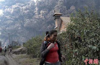 印尼錫納朋火山爆發 至少16人喪生