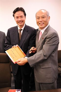 東京都知事選舉 舛添民調領先